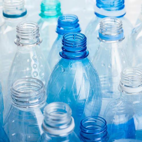 image Plastikflaschen und Plastikmüll