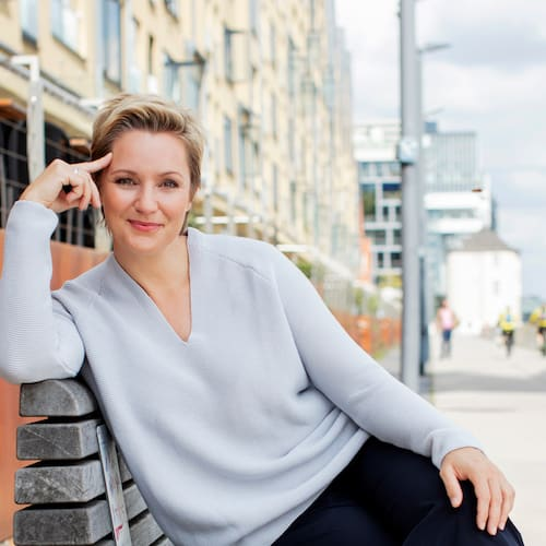 image Portrait von Janine Steeger mit Zitat über ihr Buch »Going Green«