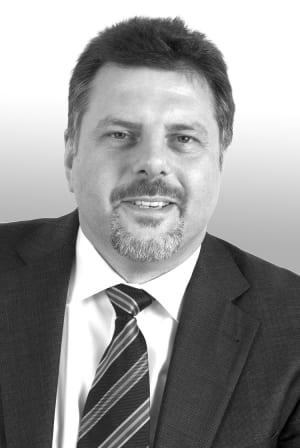Dr. Stefan Benard