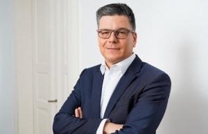 Dr. Andreas Reinhart