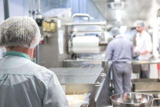 Kochen für Viele: Hygieneregeln machen Speisen aus Großküchen sicherer