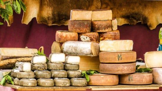 Der Verzehr von Käse kann Blutgefäßschäden durch Salz ausgleichen