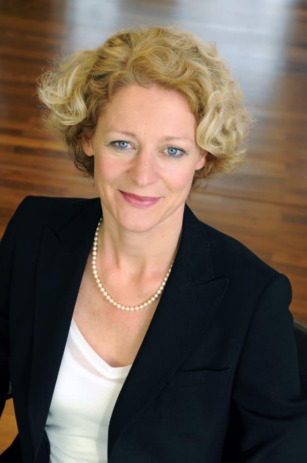 Dr. Elke Arms