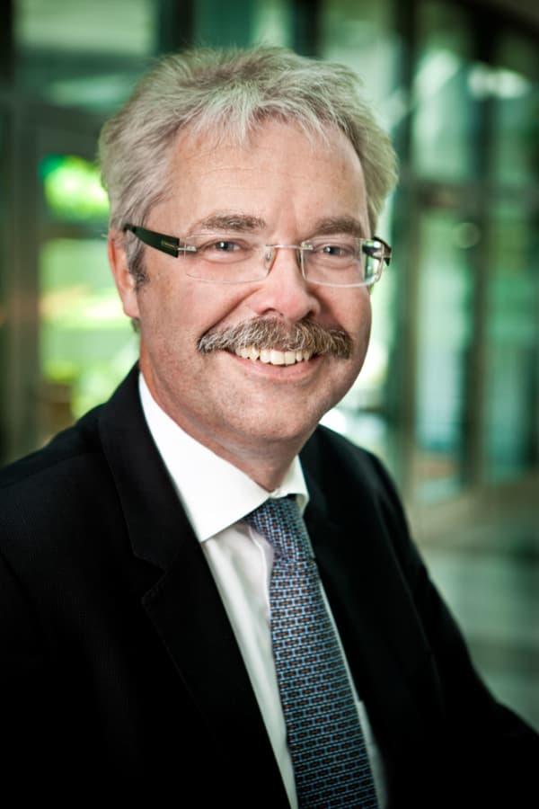 Dr. Marcus Girnau