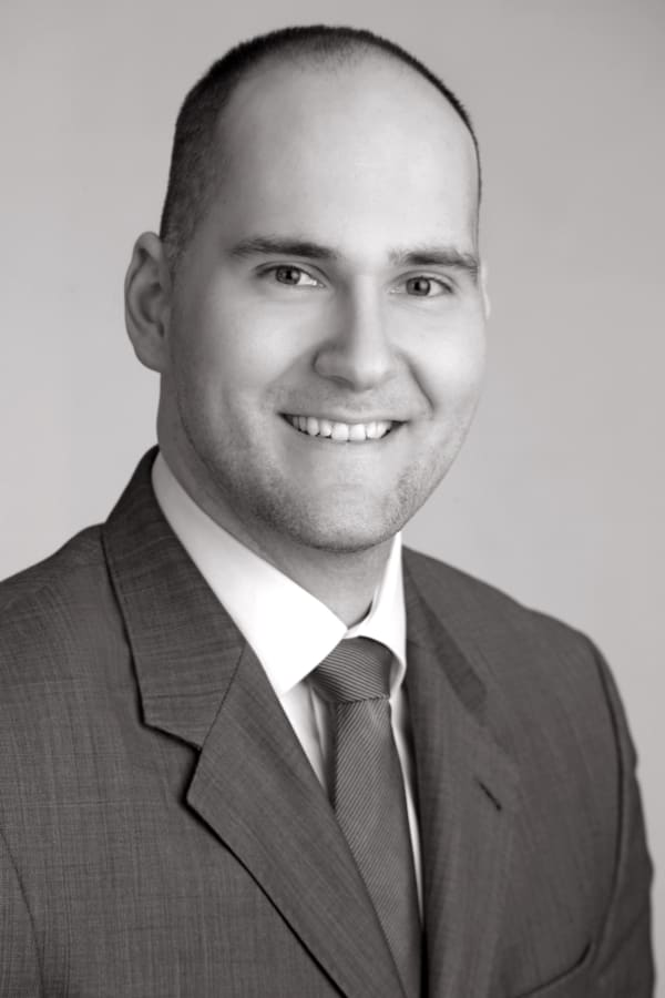 Dr. Clemens Comans