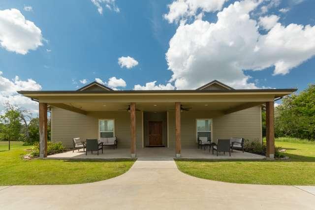 CrierCreek%2FFamilyCamp-CrierCreek-Facilities-Cabin-LakeSide-Porch-Exterior