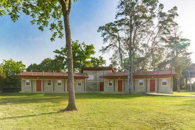 Outback%2FOvernightCamp-Outback-Facilities-Cabin-Exterior
