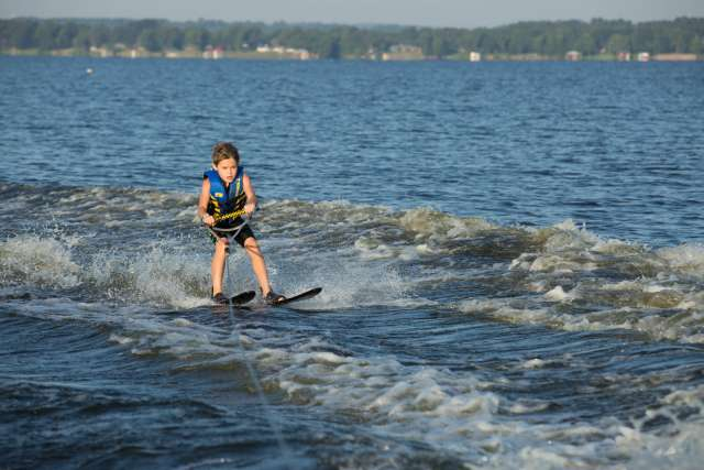 Wo_Activity_WaterSki.jpg
