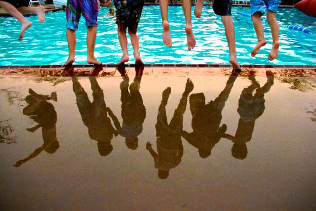 bluffs-pool-reflection-jumping-12B04-3-2430_hbgtwd.jpg