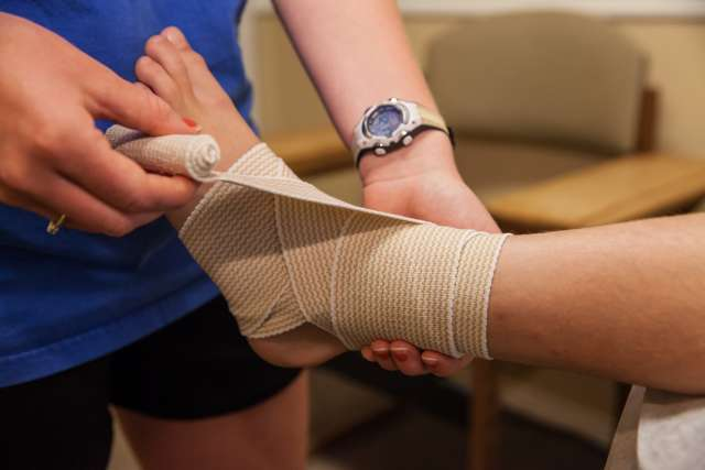 medical-ankle-safety-wrap-IMG_0340_yg5vio.jpg