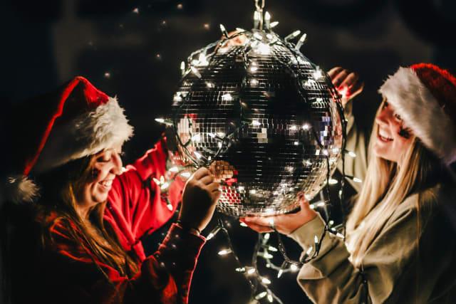 19-Silverado-ChristmasinJuly-Lights-DiscoBall-Decor_uwjos6