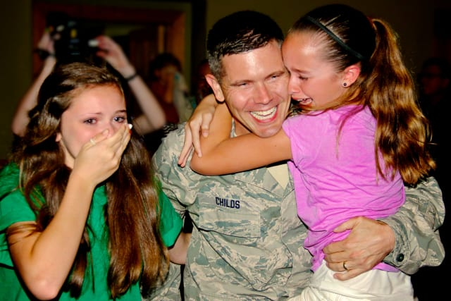 Bluffs father surprise military