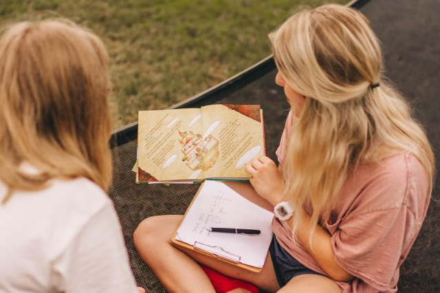 girl staff reading