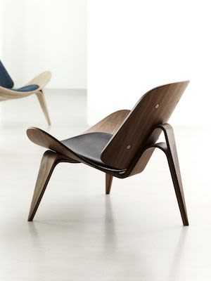 CH07 Shell Lounge Chair with 3 Legs