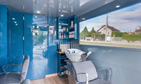 Cocoonbus ( camion de coiffure itinérant pour connaître son emplacement merci de vous rendre sur: www.cocoonbus.fr)