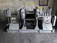 Rolling mill for rubber