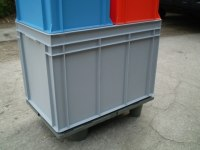 Plastic pallets display