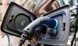 E-Mobilität: Autohersteller müssen in Batterieentwicklung und Recycling investieren