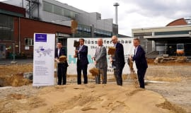 Reifenhäuser Gruppe investiert in neue Produktions- und Montagehalle für die Flachdüsenfertigung