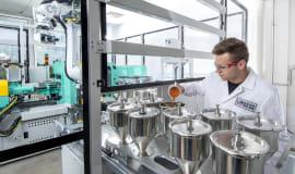 Lanxess baut technischen Kundenservice für die Kunststoffindustrie aus