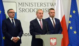 Minister Kowalczyk: narasta problem odpadów rolniczych, w tym folii