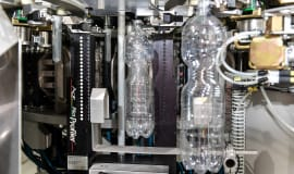KHS develops a digital control system for PET bottle production