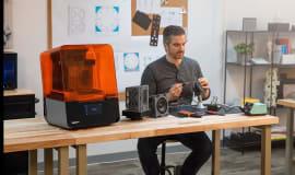 Dowiedz się, jak wygląda obsługa drukarki 3D w technologii SLA/LFS