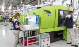 Engel hands over 100th injection moulding machine to MTA in Italy