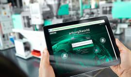Arburg na targach Interplas: komórka produkcyjna łącząca wiele innowacyjnych technologii