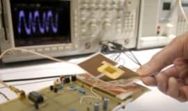 Radiowa identyfikacja RFID oparta na plastikowej elektronice