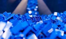 Lego inwestuje miliony w fabryki plastikowych zabawek