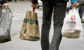 Obowiązkowe opłaty nie tylko dla toreb foliowych?