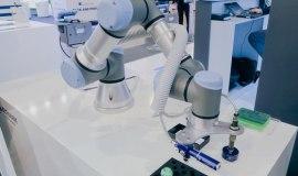 Coboty Universal Robots na targach Automaticon