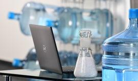 Obudowy laptopów z butelek po wodzie