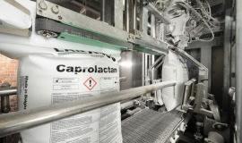 Spory ruch w kaprolaktamie