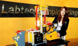 Najmniejsza  na  świecie  laboratoryjna  linia rozdmuchu folii