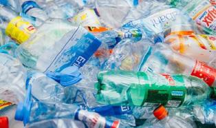 """Hiszpania planuje zebrać 724 miliony EUR dzięki """"podatkowi od plastiku"""""""