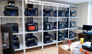 Laboratorium 16 drukarek 3D MakerBot na Wydziale Zarządzania AGH