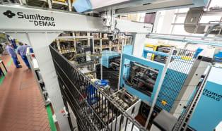 Sumitomo (SHI) Demag und BASF entwickeln neue Fertigungszelle für Hochleistungspolymere