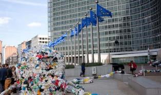 Foliówki: zakazane, opodatkowane - Bruksela rozpoczyna konsultacje