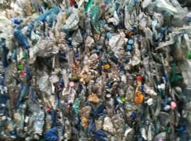 Odpady butelki PET do
