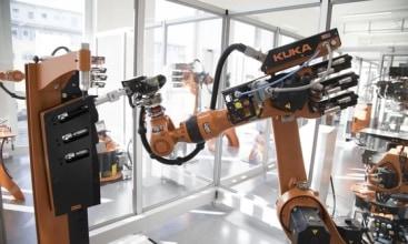 KUKA produkuje części do robotów