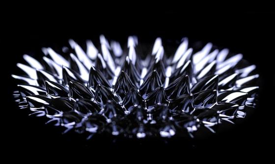 Koncentrat Ampacet umożliwiaja wykrywanie cząsteczek tworzyw za pomocą detektorów metali