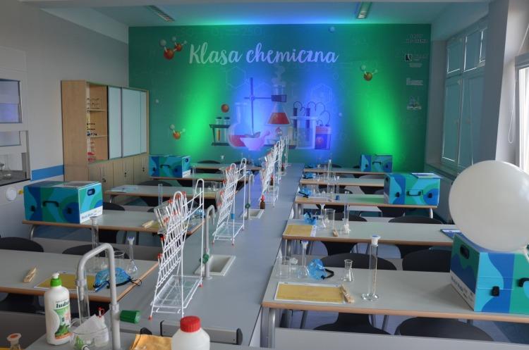 w-nowej-sarzynie-powstala-klasa-chemiczna-pod-patronatem