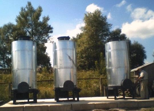 Urządzenie przeznaczone do recyklingu odpadów gumowych i tworzyw sztucznych metodą pirolizy niskotemperaturowej,