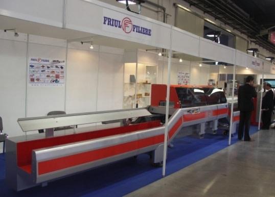 Stoisko i linia do wytłaczania profili firmy Friul Filiere na targach Plastpol 2008