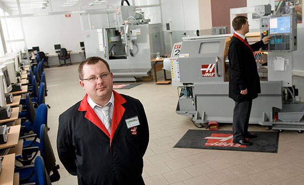 Dwa centra Haas