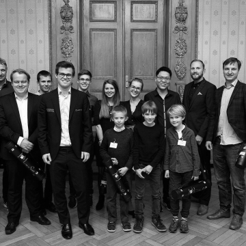 A photo of Magnus Carlsen with other chess players