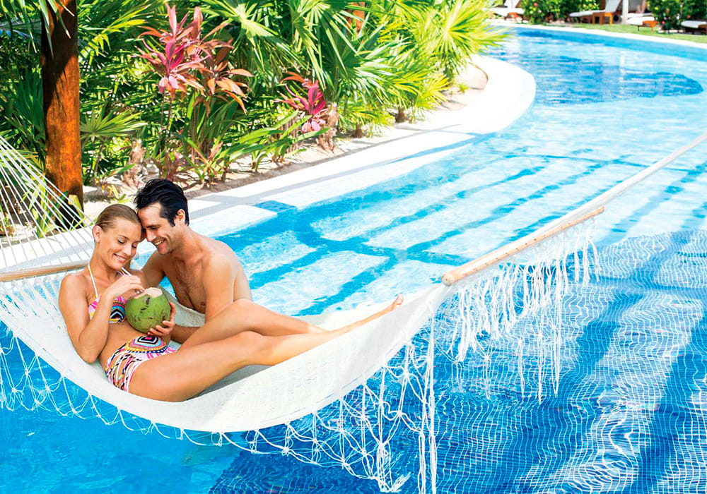 Playa Mujeres Romance