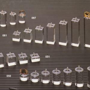 Espositore per anelli in plexiglas